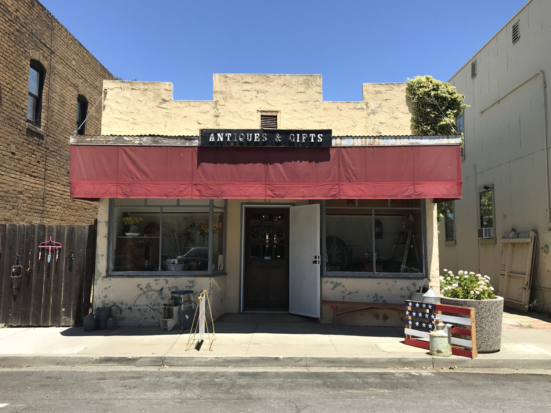 Isleton, CA, Antiques & Gifts, antique shop, gift shop, souvenir, old antiques, vintage, home decor,